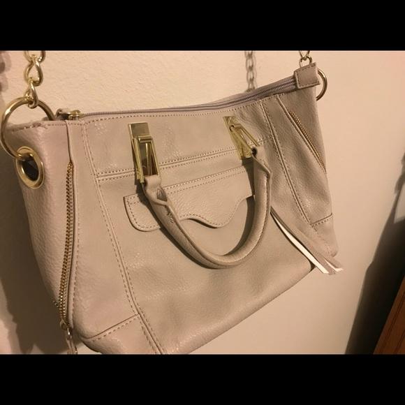 42bbeadb0e31 Grey Steve Madden crossbody purse. M 5ab8ec3100450fdfaa55f02a